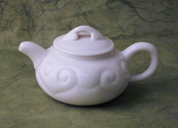 Porcelain Gongfu Pot with Cloud Pattern